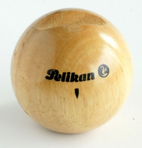 Pelikan Wooden Pen Rest