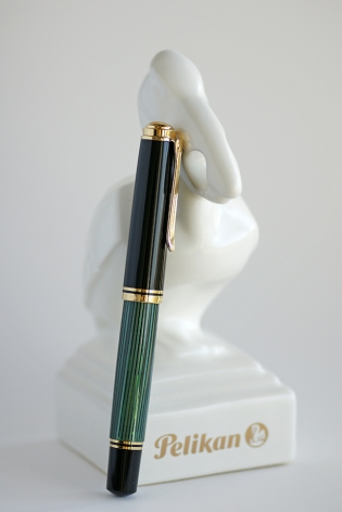 Pelikan M1000 Green Striped with Porcelain Pelikan Stand