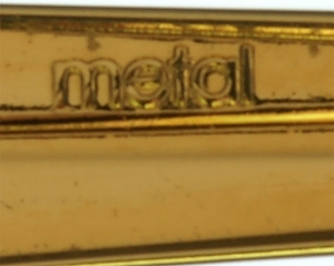 Metal marking under a Pelikan Souverän clip