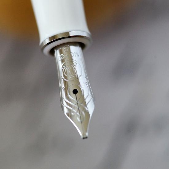 Pelikan M605 White Transparent Fountain Pen Nib