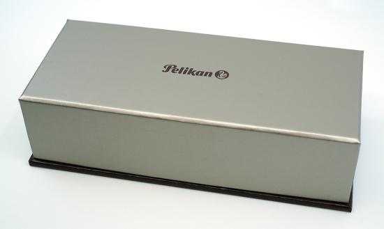 Pelikan's standard G15 gift box